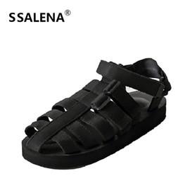 découpes Promotion Hommes Découpe Gladiateur Sandales Hommes Romain Décontracté Confortable Chaussures De Plage De Mode Mâle Cheville Boucle Sandale Plat Chaussures AA20430