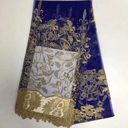 2019 casamento ouro nigeriano de ouro azul royal Mais recente Azul Royal Ouro Laços Africanos 2018 Tecido de Renda 3d Com Pedras de Alta Qualidade Nigeriano Casamento Tecido de Renda Francesa Africano desconto casamento ouro nigeriano de ouro azul royal