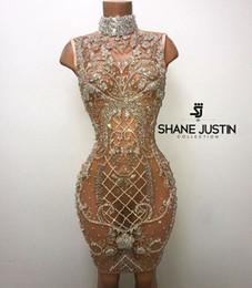 Zuhair murad vestidos de rodilla online-Vestido de noche Yousef aljasmi Kim kardashian Vestido hasta la rodilla Sin mangas Con abalorios de cristal Cuello alto de tul Zuhair murad