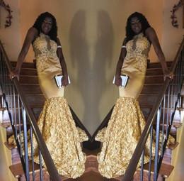 train-robe jaune Promotion Sexy Jaune Longue Robes De Bal 2018 Halter Neck Sans Manches Avec 3D Fleurs Balayage Train Robe De Soirée De Soirée Custom Made