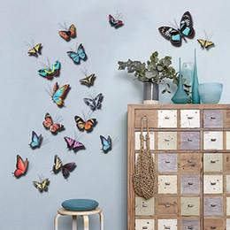 Mariposa colorida online-Animal Metal Mariposas de colores Arte de la pared Valla de jardín Adornos para el hogar Decoraciones Fondo Decoración para el hogar Escultura Placa Pastoral