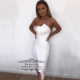 Breve vestito senza bretelle da promenade bianco online-Sexy White Short Cocktail Party Dresses Unique Strapless Satin Cheap Keen Length Plus Size African 2018 Formal Prom Dress Women Club Wear