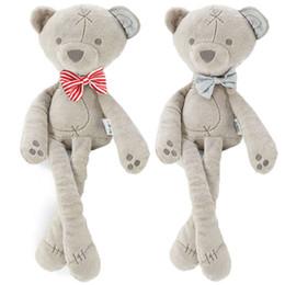 2018 más nuevo caliente suave pies largos oso de peluche de juguete Animal Bowtie oso relleno bebé niños niños pequeños muñeca desde fabricantes