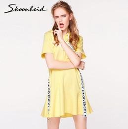Vestidos de volantes online-Nueva primavera verano carta corta cinta volante vestido con capucha letra impresa vestidos de moda