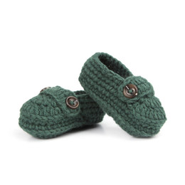 Botas de bebê crochet on-line-Moda Fivela Baby Boy Sapatos Artesanais Knitting Crochet Booties Baratos Sapatos de Crochê Do Bebê 10 cm 5 pares / 10 pcs