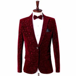 2019 vestito di tailcoat verde Uomo Wine Red Velvet Blazer Jacket Borgogna Suit Jacket Costume Homme Men Velvet Blazer Homme Mens Stage Wear Floral