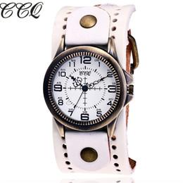 b2c6fe5844c CCQ Marca de Moda de Couro De Vaca Do Vintage Relógio de Quartzo Das  Mulheres Caso de Bronze Relógios de Pulso Casual Vestido de Pulso barato vaca  relógio ...