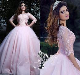 modesta doce 16 vestidos Desconto Modest rosa vestido de baile quinceanera vestidos bateau pescoço 3/4 mangas compridas apliques de renda tule espartilho rendas até doce 16 vestidos vestidos de baile