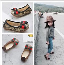 Zapato nuevo coreano online-Nuevos zapatos de las muchachas de la manera Zapatos del estilo de los niños de los niños del diseñador Calzado coreano del patrón de costura para los bebés