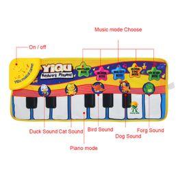 Suonare suoni animali online-Nuovo bambino Baby Piano che gioca giocattolo con musica divertente e suoni di animali Stuoia strisciante Bay bambini regalo educativo 72 * 29cm