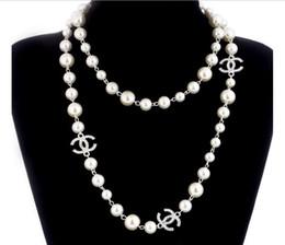 04a6641a2af3 Letras de collar de perlas largas Marca Moda Mujeres CC Collar Para Mujeres  Suéter Cadena Flores de múltiples capas Perlas Simuladas Collares Joyería