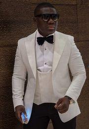 Haute Qualité Un Bouton Ivoire Groom Tuxedos Pic Revers Garçons Meilleur Homme Costumes De Mariage Costumes (Veste + Pantalon + Gilet + Cravate) NO: 951 ? partir de fabricateur