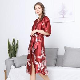manto de seda vermelha chinesa Desconto Roupão De Seda quimono Roupão de Banho Roupão Robe Kimono Roupão de Banho Das Senhoras do sexo feminino Chinês Quimono Vermelho Casa Desgaste