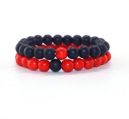 2019 braccialetti in rilievo di mens rosso 8mm braccialetto di perline naturali Set paio di gioielli Red Black Lava Stone Stretch Bracciali Donna Mens gioielli Yoga braccialetti in rilievo di mens rosso economici