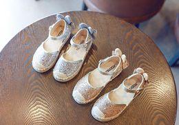 chaussures en gros de brevets pour bébés Promotion 2018 printemps bébé fille mode papillon fête chaussure enfant en bas âge en cuir paillettes espadrille enfants lapin plat