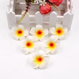 Diy hawaii online-Nuovo disegno 100pcs 4 centimetri di schiuma Hawaii Spiaggia fiori per la decorazione di sicurezza festa di nozze Diy artificiale della ghirlanda Forniture Estate Corona