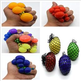 2019 espremer brinquedos de bola Crianças Brinquedos Engraçado Anti-Stress  Squishy Malha Bola Uva Squeeze 5f04332f2dc