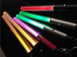 Linterna led stick online-Venta al por mayor Linterna LED Stick Keychain Mini Torch Llavero Llavero de aluminio Durable Glow Pen Magic Varita Stick Lightsaber LED Light Stick