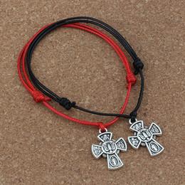 Ciondolo regolabile online-MIC 20 Pz / lotto Gesù Cristo Crocifisso Croce Ciondolo Regolabile kabbalah Corea Cerato Cotone Cord Bracciali (rosso nero) B-248