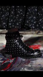 Argent spike rivets botte talon plat en cuir véritable orteil en métal dames moto boot femelle ? partir de fabricateur