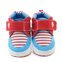 751a6437da255 Bébé garçon Chaussures Cartoon stripe First Walkers Modèle Baby Shoes  Semelle souple First Walker 0-12m motif de chaussures de bébé en semelle  douce   ...
