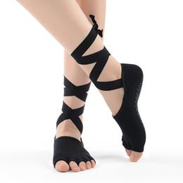 signora sportiva nuda Sconti 2017 NUOVE donne di modo calzini delle signore che ballano cinque dita dei calzini del cotone antiscivolo con il nastro di pizzo a piedi nudi Sporting