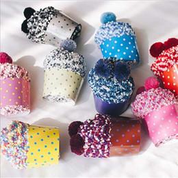 Calcetines calientes online-3 Par / lote Cupcake Grueso Calcetines Terry Cálidos Otoño Invierno Mujer Calcetines de Piso Lindo Diseño de la Bola Calcetines de Tobillo con Caja