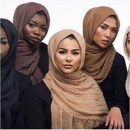 Bufandas de viscosa suave online-Nueva llegada clásica viscosa Maxi Crinkle Cloud Hijab bufanda mantón suave Islam Bufandas musulmanas