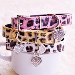 2019 collari rosa piccoli cani Collari per cani leopardati per cani di piccola taglia giallo rosa bianco moda PU piombo con strass cuore animali domestici per cucciolo chihuahua Yorkie sconti collari rosa piccoli cani