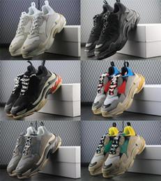 2019 logo zapatos casuales hombres Balenciaga New Paris 17FW Triple-S Nuevo Triple S Shoes Hombre Mujer Zapatilla de deporte de Alta Calidad Colores Mezclados Talón Grueso Abuelo Papá Trainer Triple-S Zapatos Casuales Con Logo rebajas logo zapatos casuales hombres