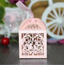 2019 papier de velours en gros 150pcs amour coeur blanc cage à oiseaux petit laser cadeau bonbons boîtes faveur de fête de mariage avec des sacs de ruban décor rose
