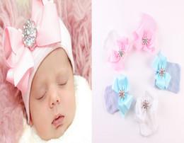 Cinta del diamante brillante del bebé Arcos grandes de los sombreros Sombreros que hacen punto de la raya recién nacida Gorro suave del algodón infantil Ajuste 0-3M azul rosado blanco A00240 desde fabricantes