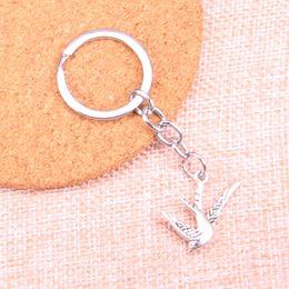 Porte-clés oiseau en métal en Ligne-Mode 28mm porte-clés en métal porte-clés porte-clés bijoux argent antique plaqué en volant hirondelle oiseau 26 * 25mm pendentif