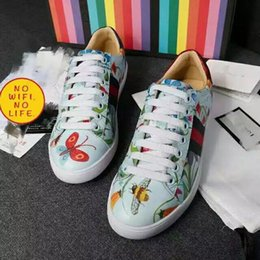 Wholesale Model Bees - limited edition valentine Sweetheart shoes love female models classical leather bee embroidery white shoes casual All-match sports flat