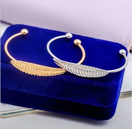 Frauen-Armband-Blatt-Legierungs-Armbänder Goldsilberne Farbfeder-Charme-Armband-justierbare Stulpe-Armband-Art- und Weiseschmucksachen von Fabrikanten