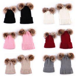 mãe filho filha inverno roupas Desconto 1 PCS Mãe ou Criança Crianças Bebê Quente Bobble Malha Chapéus De Pele Pom Inverno Crochet Ski Boné Quente Bonito