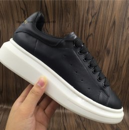 Wholesale lace dress medium - 2018 Casual Shoes Outdoor Travel Exercise Workout Mens Womens Fashion Sneakers Running Black Leather Dress Shoe Sports Tennis