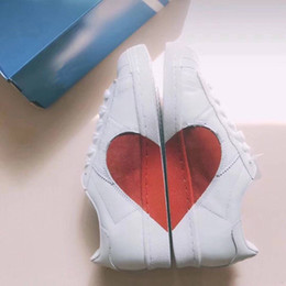 Wholesale valentine red heart - 2018 Wholesale Supersatr 80S Half Heart Best Gift For Girl Friend Valentine Day White Red New Fashion Women Men Running shoes Lover Sneaker