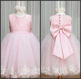 2019 meninas vestido online Vestidos Da Menina de Flor rosa Jewel Bow Sash Lace Apliques Lindo Tule A Linha Pageant Vestido Online desconto meninas vestido online