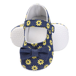 Newborn First Walkers Shoes Little Daisy Print Female Baby Girl Toddler Shoes  Small Fresh Princess d001208a18447