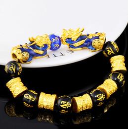 Charmes faits à la main en Ligne-Nouveau Design Vietnam Sable Or Double Décoloration PiXiu Charme Fait À La Main Six Word 12mm Naturel Onyx Perles Hommes Bracelet En Gros
