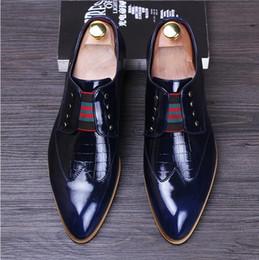 2018 Nuovo stile occidentale moda uomo Oxford scarpe Business casual scarpe  scarpe da sposa di marca di lusso stile italiano abito ufficio formale  scarpa S9 2add8c93ff7