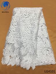 Beyaz Kord dantel kumaş Moda tasarım düğün afrika suda çözünür dantel için zenci gipür dantel kumaş LG41 nereden yuvarlak düğün masa örtüleri tedarikçiler