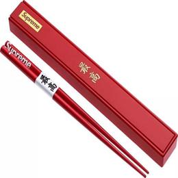 Custodia in porcellana online-Bacchette sup 17FW Bacchette di legno in legno con scatola di supporto China Chop Sticks Cucina di casa Articoli per la tavola Stoviglie Regali di nozze # 125