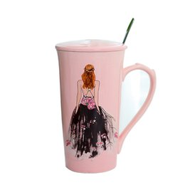 Tazze di caffè in ceramica rosa online-Creative Fashion Hand Painted Coffee Mug Girl Dress Wedding Pink Ceramic Cup Tazza di tazza con cucchiaio