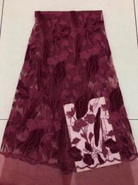 2019 tela bordada de terciopelo rojo EPY1094 Envío gratis (5 yardas / pc) tela roja del cordón de la red francesa africana del vino de la alta calidad con el bordado del terciopelo para el vestido de fiesta tela bordada de terciopelo rojo baratos