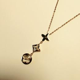 Ожерелье с круглым бриллиантом онлайн-2018 титана стали ювелирные изделия оптом круглое лицо круглый бриллиант три цветка кулон ожерелье инкрустированные раковины одиночные серьги с бриллиантами