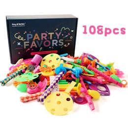992e15ebc5556a preisbox Rabatt 108 stücke Karneval Preise für Kinder Geburtstagsparty  Bevorzugt Preise Box Spielzeug Sortiment für Klassenzimmer
