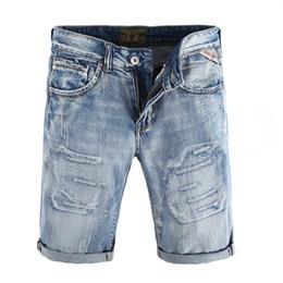 Mode Streetwear Hommes Jeans Haute Qualité Couleur Bleu Clair Vintage  Détruit Ripped Short Jeans Pour Hommes Été Denim Shorts Hommes 63d21a28d66