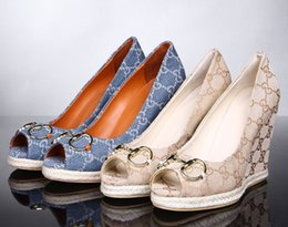 2019 vestidos de carrera amarillos Carta de lujo de alta calidad repujado Mes de pescado zapatos de tacón alto Alpargatas Lona de cuero Moda Mujer Zapatos de vestir de cuña 35-41 Con caja
